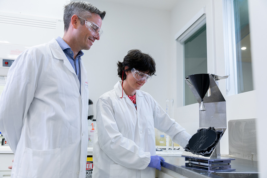 2 people testing a product in a laboratory